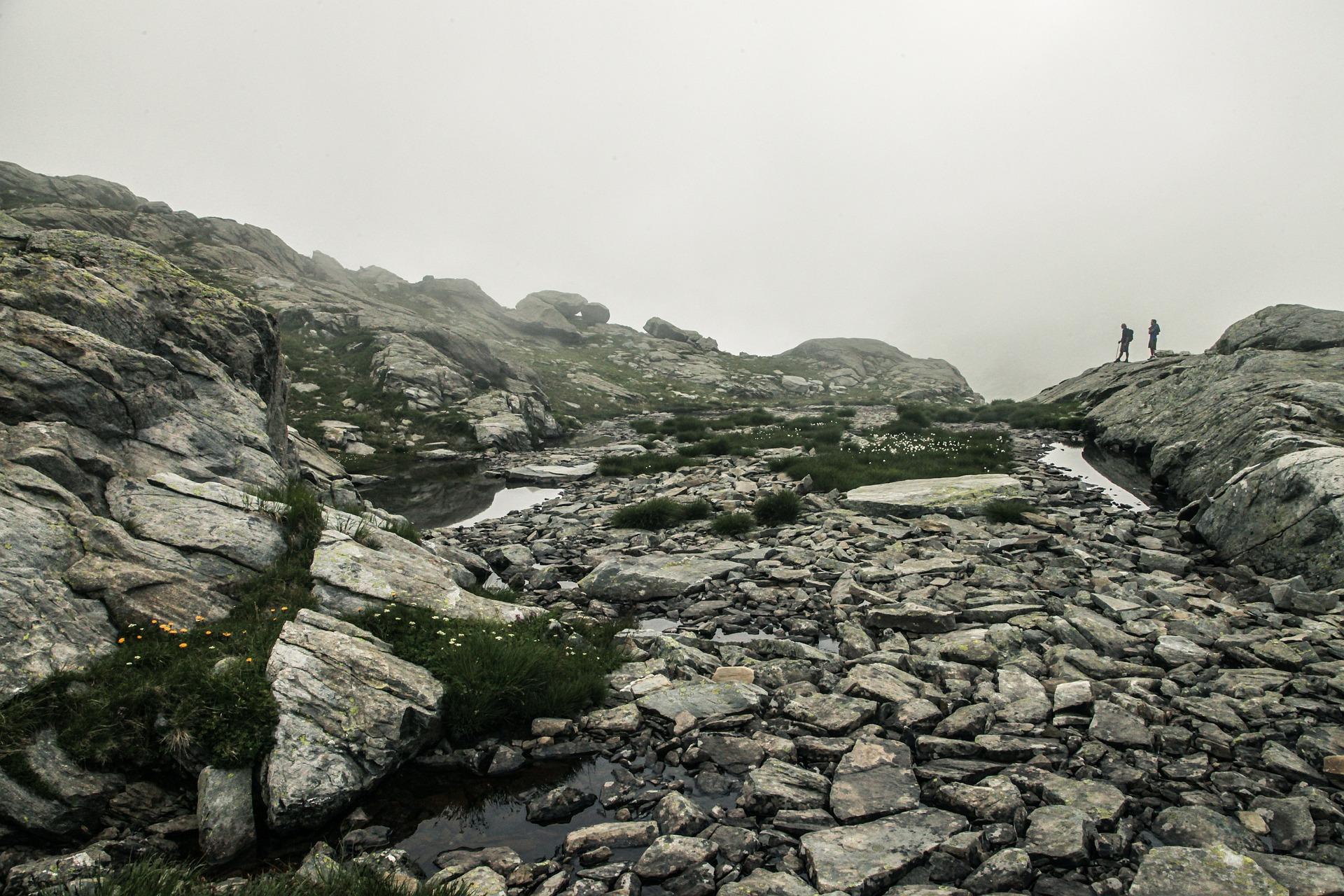 hiking-407182_1920